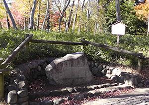 御殿山遺跡の碑